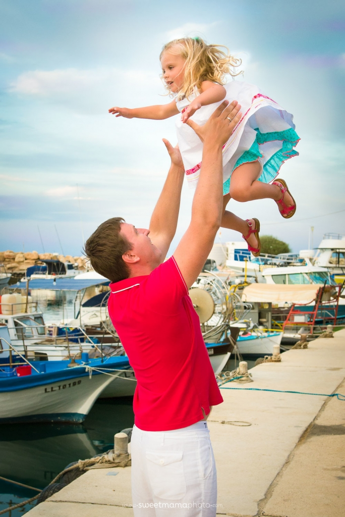 Outdoor family photo-session by Cyprus-based Family boutique Sweemama Photography - Protaras seaside
